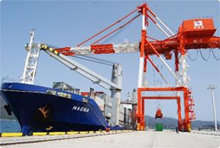 関西経済圏の日本海側玄関港である京都舞鶴港